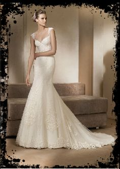 The column or sheath bridal gown is perfect for a short bride. Choose a sheath style to create an unbroken line that elongates the petite figure. Meanwhile, these styles are usually strapless or sleeveless, and work well on a toned figure. #weddingwisdom #weddingdress
