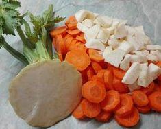 Sonkás-tejfölös lencseleves   Törzsök Éva receptje - Cookpad receptek Evo, Camembert Cheese, Cantaloupe, Dairy, Fruit, Red Peppers