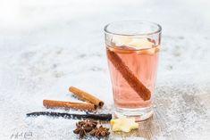 Ein Rezept für einen ganz edlen und feinen Rosé Glühwein. Der Wein schmeckt wunderbar fruchtig und weich. Eine besondere und elegante Alternative.