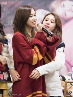 Michaeng 161126 트와이스 명동 팬사인회 / 미나 & 채영 #Twice #TWICECoasterLane1  #Mina #ChaeYoung