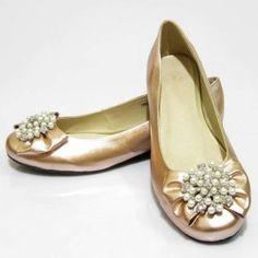 Image Via We Heart It Sapatos Gold Flatsflat Shoesshoes Sandalsbridesmaid Shoesballet Flatstory Burchwedding