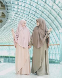 ur syari'i set from ❣ Hijab Gown, Hijab Style Dress, Hijab Niqab, Ootd Hijab, Hijab Outfit, Longdress Hijab, Muslim Gown, Muslimah Clothing, Moslem Fashion