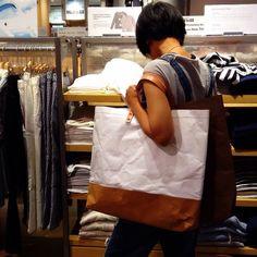 @belltastudio Kraft-tex tote bag grand size Size : 20.5 x 16 x 2.5 inches Strap 19 inches