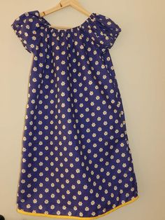 jurkje blauw witte stipjes en madeliefjes maat 140