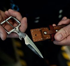 Belt Buckle Knife: I want one of these! Might be awkward in a fight though. Unless you're a stripper by trade! Edc, Belt Knife, Trench Knife, Self Defense Tools, Hard Metal, Knife Sharpening, Custom Knives, Knives And Swords, Knife Making