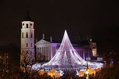 Spectacular Christmas Tree In Vilnius Lithuania Features 70,000 Lightbulbs
