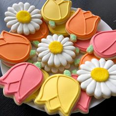 Spring cookies decorated with royal icing Mother's Day Cookies, Summer Cookies, Fancy Cookies, Cute Cookies, Easter Cookies, Holiday Cookies, Cupcake Cookies, Owl Cookies, Cookie Favors