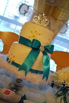 snowflake princess party: I'm totally in love with that cake! @Majely Luquin Arenas