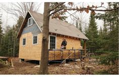 good article about building small homes yourself also i like the roof pitch for main home...