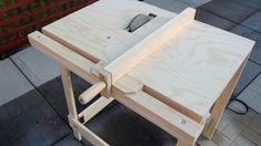 This tool provides a more compact and mobile version of a table saw. It utilizes a circular saw mounted with its cutting side upward and bolted to a homemade table with an opening to clear the saw blade. Table Saw Sled, Table Saw Fence, Table Saw Jigs, Diy Table Saw, A Table, Woodworking Table Saw, Jet Woodworking Tools, Woodworking Projects, Circular Saw Table