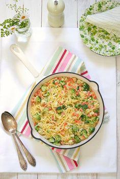 Pasta fresca con verdura ©Food and Cook by trotamundos Pasta Pan, Rice Pasta, Pasta Recipes, Cooking Recipes, Fresh Pasta, I Love Food, Yummy Food, Yummy Yummy, Vegetarian Recipes