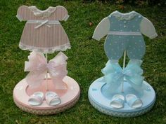 DIY Baby Shower Centerpieces for Girls Baby Shower - Tulle Distintivos Baby Shower, Mesas Para Baby Shower, Shower Bebe, Baby Shower Parties, Baby Shower Themes, Baby Boy Shower, Baby Shower Gifts, Baby Gifts, Diy Baby Shower Centerpieces