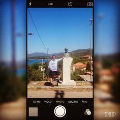 Tro eller ej men #zorba dans spelades inte på Kreta men i #Stoupa på #Peloponnesos   . Här är min Elias som visserligen inte dansar men hälsar på författaren Nikos Kazantzakis