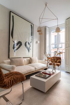 This chic apartment in Madrid looks so soft and cozy thanks to several shades of beige applied in the design. A large abstract painting above the sofa, ✌Pufikhomes - source of home inspiration Estilo Interior, Room Interior, Home Interior Design, Interior Decorating, Italian Interior Design, Home Living Room, Living Room Designs, Living Room Decor, Apartment Chic