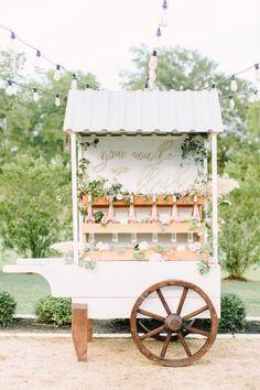 20 Rustic Country Wedding Drink Bar Ideas – Hi Miss Puff Drink Bar, Bar Drinks, Rose Bar, Flower Bar, Flower Truck, Wedding Rentals, Bar At Wedding, Chic Wedding, Summer Wedding