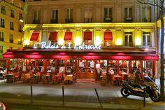 No one does steak frites quite like Le Relais de l'Entrecôte. www.girlsguidetoparis.com