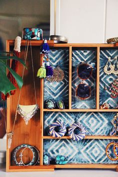 DIY: jewelry holder from a cutlery tray