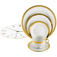 Pre-owned Ralph Lauren 36-Piece Academy Gold Dinner Service ($625) ❤ liked on Polyvore featuring home, kitchen & dining, dinnerware, gold, ralph lauren dinnerware, gold dinner plates, dinner plates, white dinner plates and dinner-ware