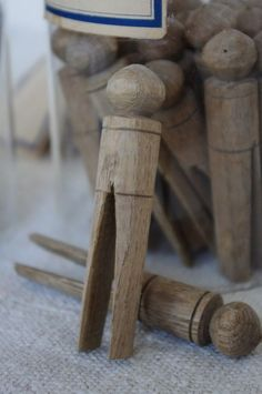 just love the primitive rustic look to theses clothes pegs great home accent for the country primitive kitchen Wooden Clothespins, Wooden Pegs, Doing Laundry, Laundry Room, Laundry Pegs, Clothes Pegs, Clothes Lines, Clothespin Bag, Shabby