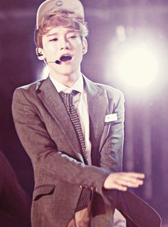 Chen - I think I just found my favorite Chen picture of all time... And fainted in the process...