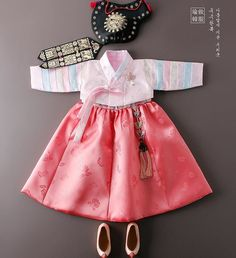 """chinoiserie-mademoiselle:""""Cute things come in small sizes (Part Korean Traditional Dress, Traditional Fashion, Traditional Dresses, Korean Hanbok, Korean Dress, Cute Kids Fashion, Little Fashion, Dress Anak, Lolita Dress"""