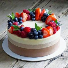Terrific No Cost fruit cake decorating Style - yummy cake recipes Delicious Cake Recipes, Easy Cake Recipes, Yummy Cakes, Dessert Recipes, Delicious Food, Cheesecake Wedding Cake, Fruit Wedding Cake, Wedding Cakes, Bolo Original
