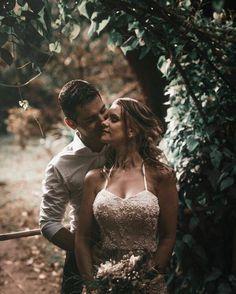 Encerrando a noite com muito amor resumido em uma foto ���� Fiquem ligados, em breve muitas dicas e informações sobre como planejar um casamento. ❤️ Tudo está sendo preparado com muito amor. �� Podem enviar sugestões, duvidas e dicas de fornecedores! Gostou? Siga, curta, compartilhe conosco suas dúvidas, sugestões e ideias! #jacasou #voucasar #casamentodoano #casandoembh #bhcasamentos #casamentoreal #noivadoano #casamento2017 #casarembh #casarebom #noivas2017 #bride #wedding #weddingday…
