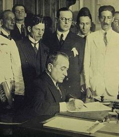 http://upload.wikimedia.org/wikipedia/commons/1/10/Get%C3%BAlio_nomeando_os_Ministros_03-11-1930.jpg