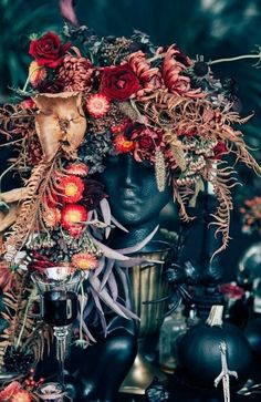 Scary halloween wedding centerpieces ideas using skull Spooky Halloween, Holidays Halloween, Halloween Crafts, Halloween Party, Halloween Flowers, Victorian Halloween, Halloween Dinner Parties, Classy Halloween, Halloween Signs