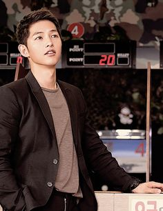 Descendants of the Sun, the Korean drama. Song Joong Ki as Yoo Shi Jin Song Hye Kyo as Kang Mo Yeon Jin Goo as Seo Dae Young Kim Ji Won as Yoon Myeong Joo My Gifs Song Joong, Song Hye Kyo, Korean Star, Korean Men, Korean Celebrities, Korean Actors, Celebs, Descendants, Soon Joong Ki