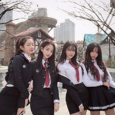 y/n is a normal girl living in Seoul,Korea but unexpectedly starts ha… # Fanfic # amreading # books # wattpad Ulzzang Girl Fashion, Korean Girl Fashion, Ulzzang Korean Girl, Korean Girl Short Hair, Cute Korean Girl, Asian Girl, Asian Boys, School Uniform Outfits, Korean Best Friends