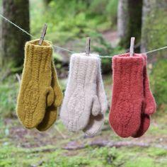 Sigrunvotten Knit Mittens, Christmas Ornaments, Knitting, Holiday Decor, Tricot, Christmas Jewelry, Breien, Stricken, Weaving
