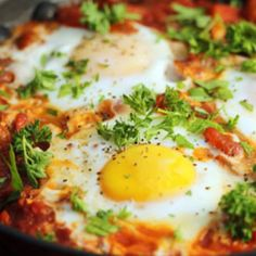Shakshuka, a steaming pan of spicy tomato sauce topped with eggs. One of The Perfect Pantry's Top 14 recipes of Egg Recipes, Brunch Recipes, Breakfast Recipes, Cooking Recipes, Tomato Breakfast, Spicy Tomato Sauce, Tomato Sauce Recipe, Healthy Low Carb Recipes, Vegetarian Recipes
