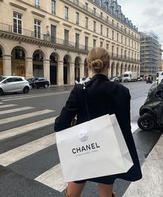 Monday's in Paris . Classy Aesthetic, City Aesthetic, Aesthetic Outfit, Estilo Ivy, Marie Von Behrens, Paris 3, Paris Pics, Chanel Paris, Old Money