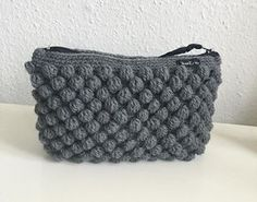 Færdig – Bobbelpung + guide - Lilly is Love Crochet Clutch, Crochet Handbags, Diy Crochet And Knitting, Crochet Gifts, Homemade Bags, Diy Bags Purses, Knitted Bags, Vintage Crochet, Crochet Projects