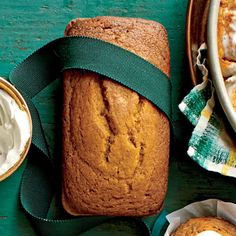 Pumpkin Beer Bread Mix the batter only until the dry ingredients disappear. (Lumps are normal.) Overmixing causes tough or misshapen loaves. Quick Bread, How To Make Bread, Food To Make, Bread Recipes, Baking Recipes, Muffin Recipes, Honey Beer Bread, Bread Gifts, Christmas Bread
