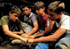 Stand By Me- Best movie ever! Starring River Phoenix, Corey Feldman, Wil Wheaton, and Jerry O'Connell- as Vern did you know that? 80s Movies, Great Movies, Movie Tv, Awesome Movies, Awesome Stuff, Charlie Chaplin, Stand By Me, Movies Showing, Movies And Tv Shows