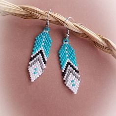 Learn to Stitch Beaded Jewelry Beaded Earrings Native, Beaded Earrings Patterns, Beaded Tassel Earrings, Seed Bead Patterns, Seed Bead Earrings, Feather Earrings, Jewelry Patterns, Beading Patterns, Earrings Handmade