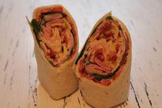 Heute gibt es etwas Klassisches. Der Dienstags-Wrap ist ein einfachSchinken-Käse-Wrap mit etwas Salat gegen das schlechte Gewissen.