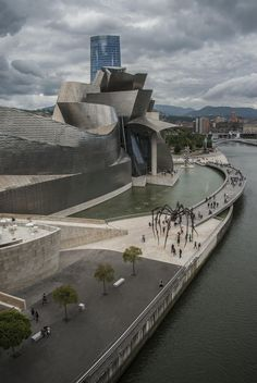 Musée Guggenheim Bilbao - Spain See the huge spider! Architecture Student, Futuristic Architecture, Beautiful Architecture, Contemporary Architecture, Architecture Details, Spanish Architecture, Great Places, Beautiful Places, Places To Visit