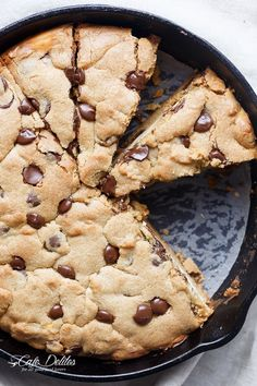 A crispy, soft Cheesecake Stuffed Chocolate Chip Skillet Cookie! Layers of cookie dough and cheesecake is the ultimate dessert for cheesecake/cookie lovers! Chocolate Chip Pizza, Skillet Chocolate Chip Cookie, Skillet Cookie, Chocolate Chip Cookies, Baking Recipes, Cookie Recipes, Snack Recipes, Dessert Recipes, Snacks