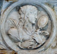 Sepulcro de Gonzalo Díez de Lerma en la catedral de Burgos. Medallón de la Prudencia, con un cuerpo femenino y una cabeza de dos caras. Una de ellas es la de un hombre maduro –conociendo el pasado-, y la otra de una mujer joven –se puede prever el futuro -; la muchacha sostiene entre sus manos un espejo como alusión a que la persona prudente debe empezar por conocerse a sí misma.
