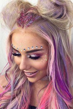 Pink/purple Palette With Glitter And Gems Rosa / lila Palette Mit Glitzer Und Edelsteinen . Lila Palette, Purple Palette, Festival Looks, Festival Gems, Rave Festival, Coachella Make-up, Coachella Festival, Glitter Carnaval, Make Carnaval