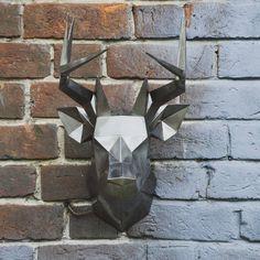 Интерьерная голова Оленя из металла.  Размер: высота 52 см., глубина 35 см. Материал: сталь 1 мм. Покрытие: лак У нас можно заказать любую голову животного или фигуру, арт-объекты по вашему эскизу  +79524530396 WhatsApp #железныеголовы#олень#deer#kenlamp #origami #polygonal#art#design#interior#loft#moskow#spb#полигональныефигуры#дизайнинтерьера