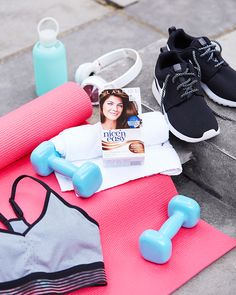 The ultimate fitness kit Clairol Nice 'n Easy Root Touch Up fits around your active lifestyle, hiding pesky roots and greys without budging - no matter how hard you sweat it out at the gym.