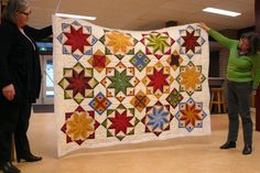 Anja's Quilt's: A bit of everything.  Another beautiful example of Edyta Sitar's Eldon quilt.