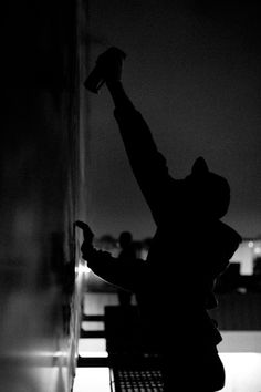Juxtapoz Magazine – Nocturnal Graffiti Scenes with Keegan Gibbs - Arte Callejero 2020 Graffiti Photography, Graffiti Tagging, Graffiti Designs, Graffiti Wallpaper, Street Art Graffiti, Street Artists, Cool Eyes, Urban Art, Portrait