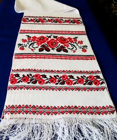 Rushnyk: embroidered towel to add Ukranian flavor to the festivities.