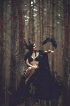 Morrigan - Maryna Khomenko - Black crow