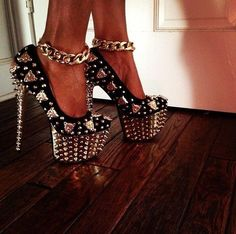Get these shoes on @Emilio Foster or see more #shoes #high_heels #pumps #spiked_shoes